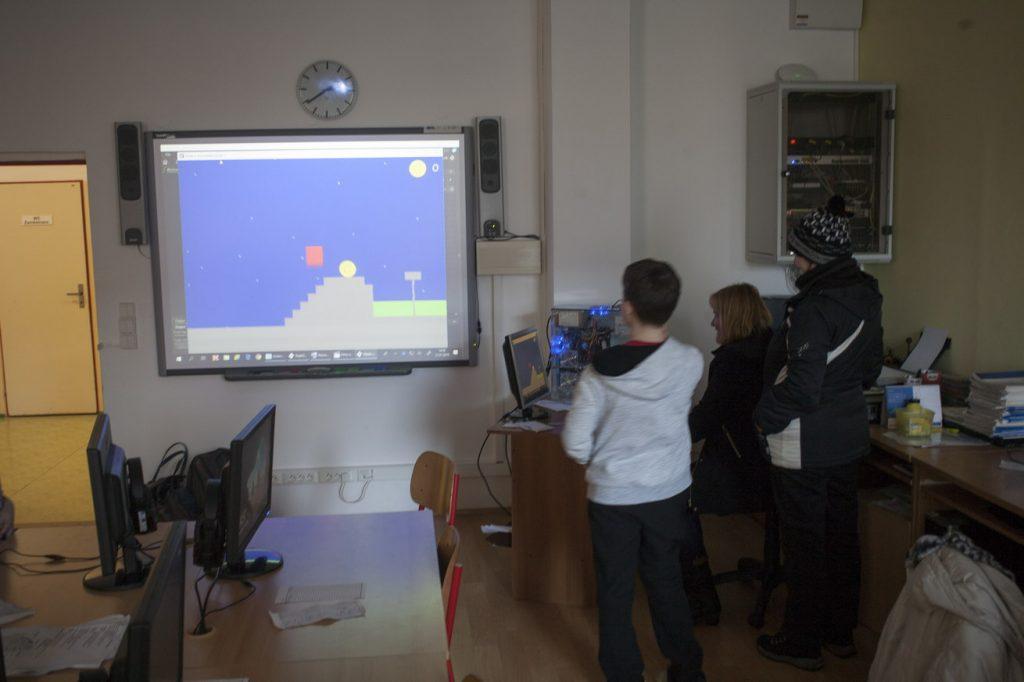 Hra v Game Makeru, programovali sedmáci v textovém módu