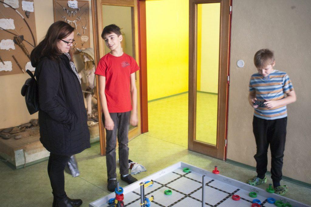 Herní pole VEX využíváme při přípravě na robotickou soutěž VEX IQ Challenge