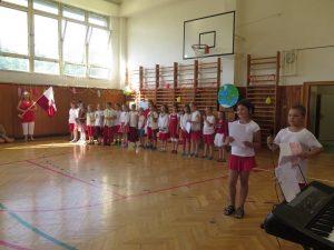 Druhá třída stylově předvádí barvy typické pro Čechy i Poláky